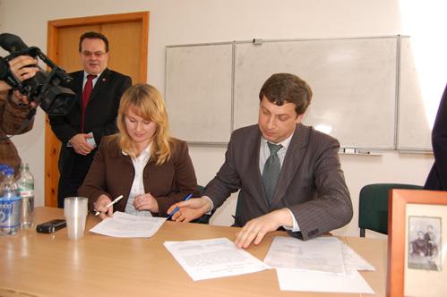 Підписання угоди про передачу документів