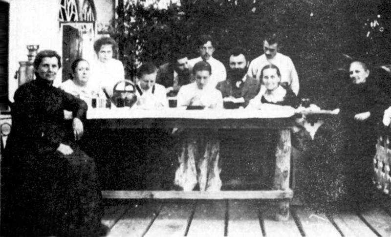 Lesja Ukrainka's photo among family,…