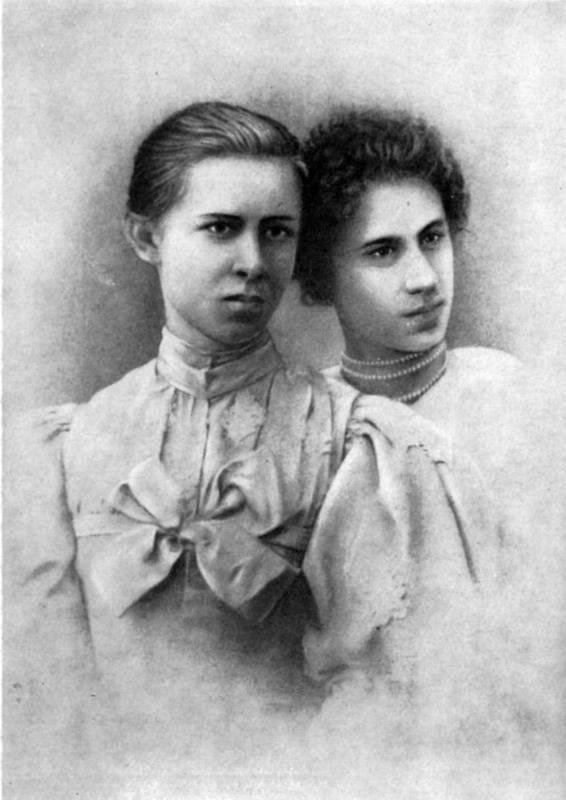 Lesja Ukrainka (left) with Ariadne…
