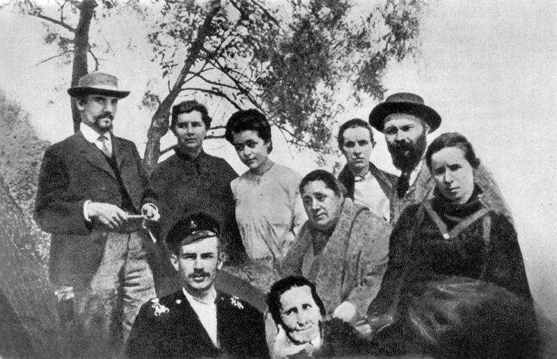 Фото Лесі Українки з родичами, 1906 р.