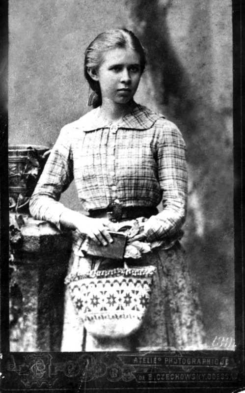 Фото Лесі Українки 1888 р. на паспарту